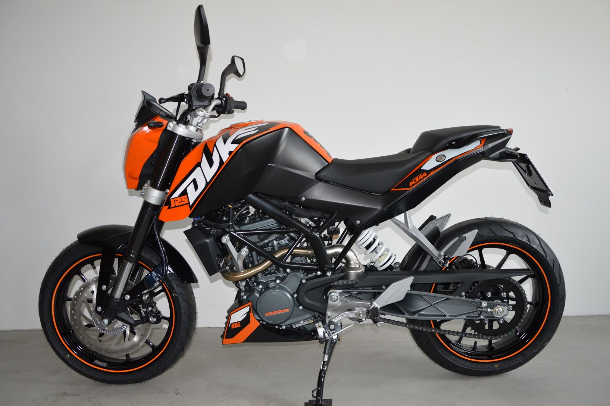 ktm 125 duke by motosport niedermayr noleggio moto bikes to rent kawasaki ktm. Black Bedroom Furniture Sets. Home Design Ideas