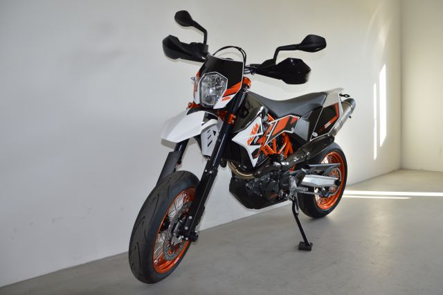 ktm 690 smc r by motosport niedermayr noleggio moto bikes to rent kawasaki ktm. Black Bedroom Furniture Sets. Home Design Ideas
